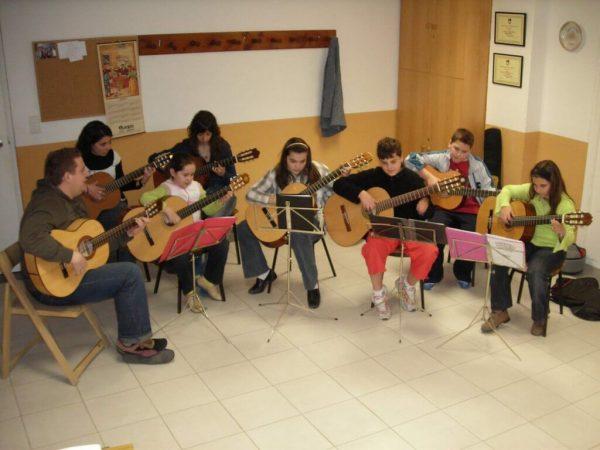 Academia Cursos: SECCIÓN MUSICAL